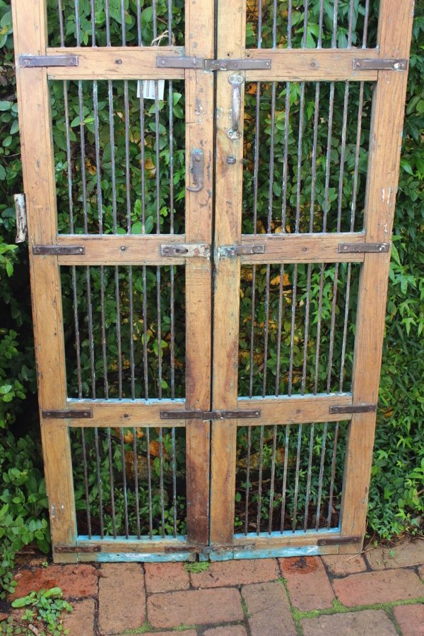 gate against creeping fig