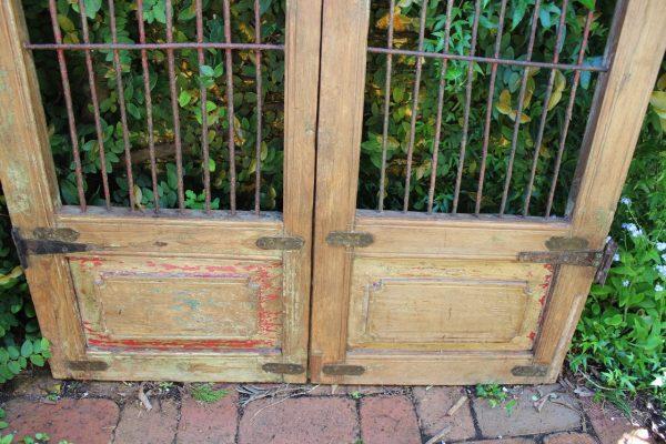 Bottom of gate